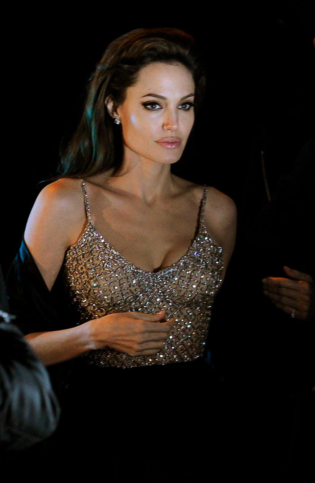 http://3.bp.blogspot.com/_ImioM_zH-NY/TRJQ28Hz6lI/AAAAAAAABIE/mutdxibxDzY/s1600/Angelina-Jolie-91.jpg