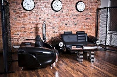Interior Retro with Custom-Built Auto Furniture