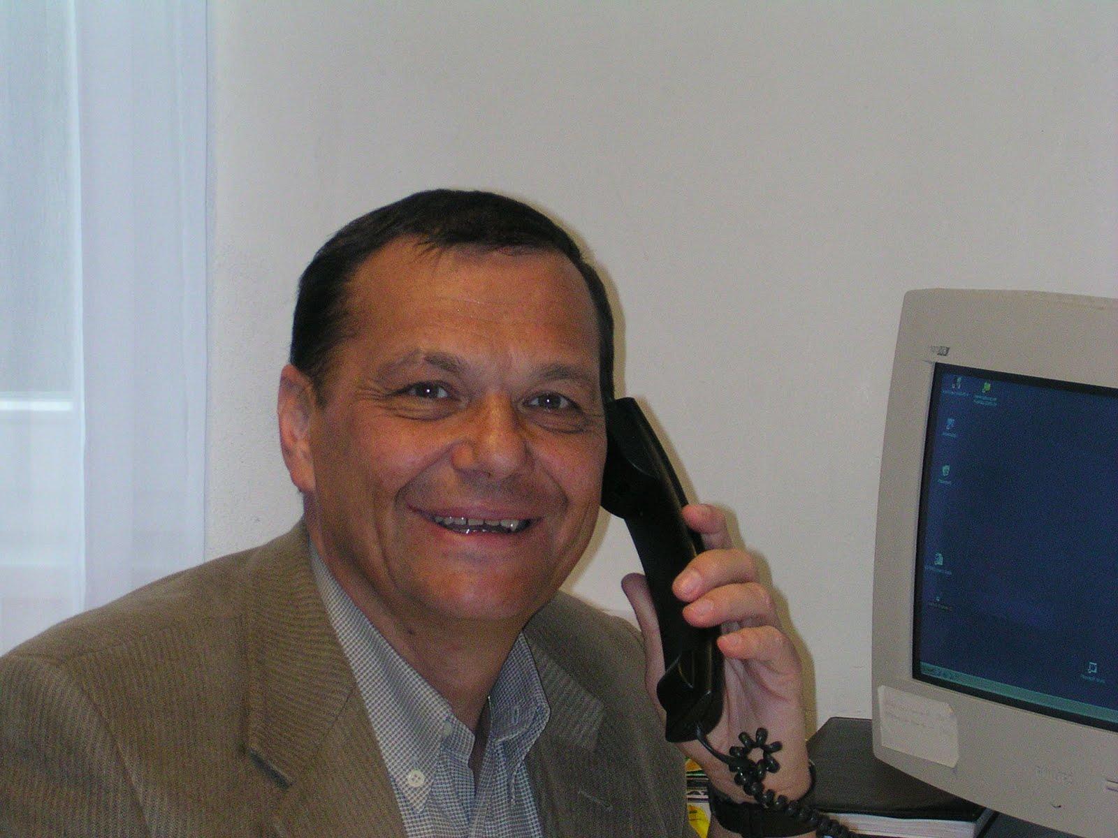 http://3.bp.blogspot.com/_IpxCkMs5kEc/TQ4U4XMZofI/AAAAAAAAAL0/p3xgXCuuIdo/s1600/Edi%2Bmit%2BTelefon.jpg