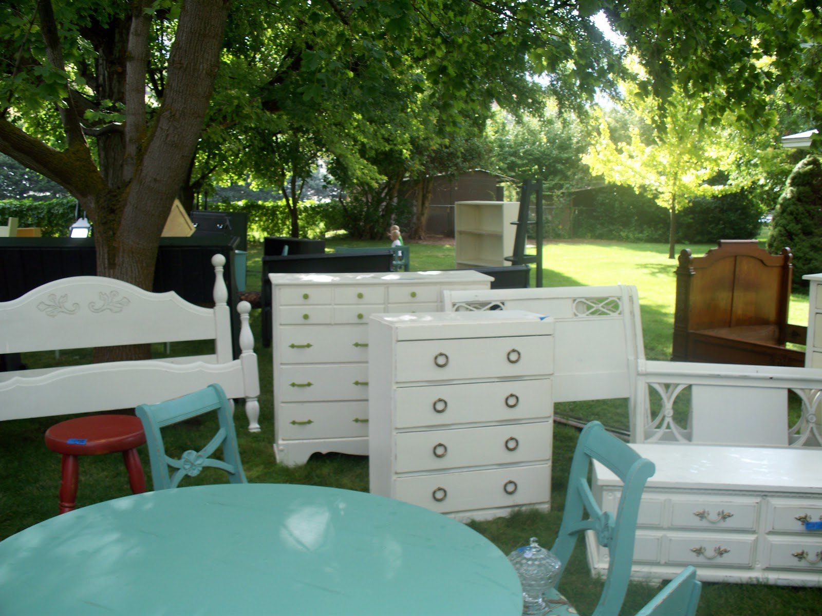 Karie 39 s chic creations re do furniture yard sale for Furniture yard sale