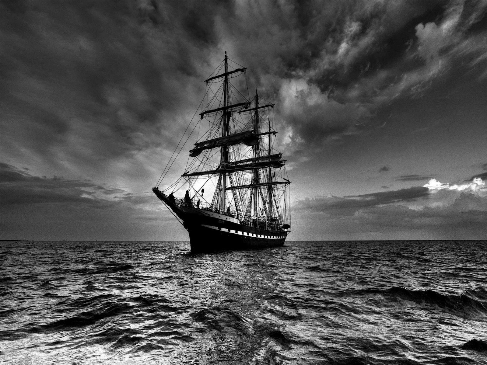 http://3.bp.blogspot.com/_Iq1fkO6qus0/TRe61hmwzPI/AAAAAAAAAYI/o0vC4fM1Ilc/s1600/Ship-Wallpapers_2612201002.jpg