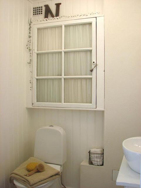 LILLA BLANKA Badrumsskåp Bathroom cabinet