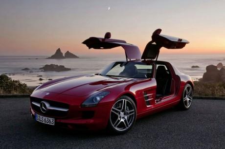 Mercedes-Benz S-Class dan SLS Raih Mobil Terbaik 2011