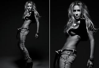 Deborah Secco em poses sensuais na revista Rolling Stone.