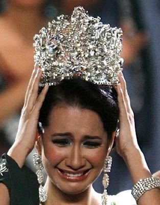 --- The official thread of Karla Paula Henry - Miss Earth 2008 --- - Page 3 Miss+Earth+crown+on+Karla+Paula+Henry