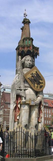 Estátua na fonte de Roland, Bremen, Alemanha