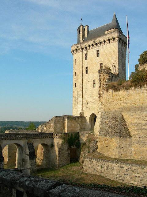 Chinon, Tour Coudray, Castelos medievais