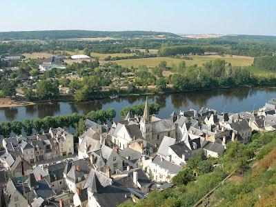 Chinon: vista da cidade e do rio, Castelos Medievais
