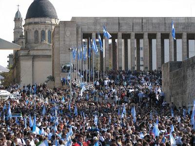 Manifestação contra confisco socialist, Rosario, Acontecendo na América Latina