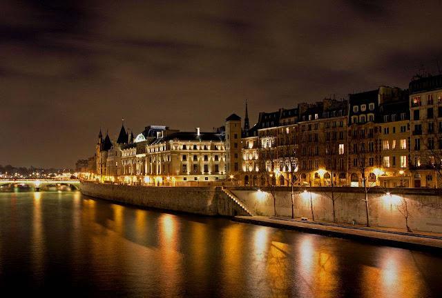 Paris, Quai des Grands Augustins