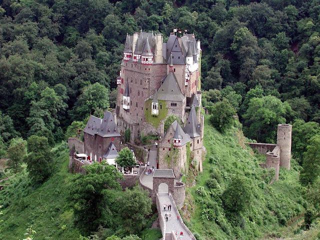 Burg Eltz é um dos castelos mais visitados