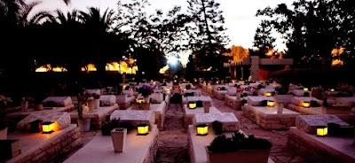 נר נשמה סולארי על מצבות קברים בבתי עלמין