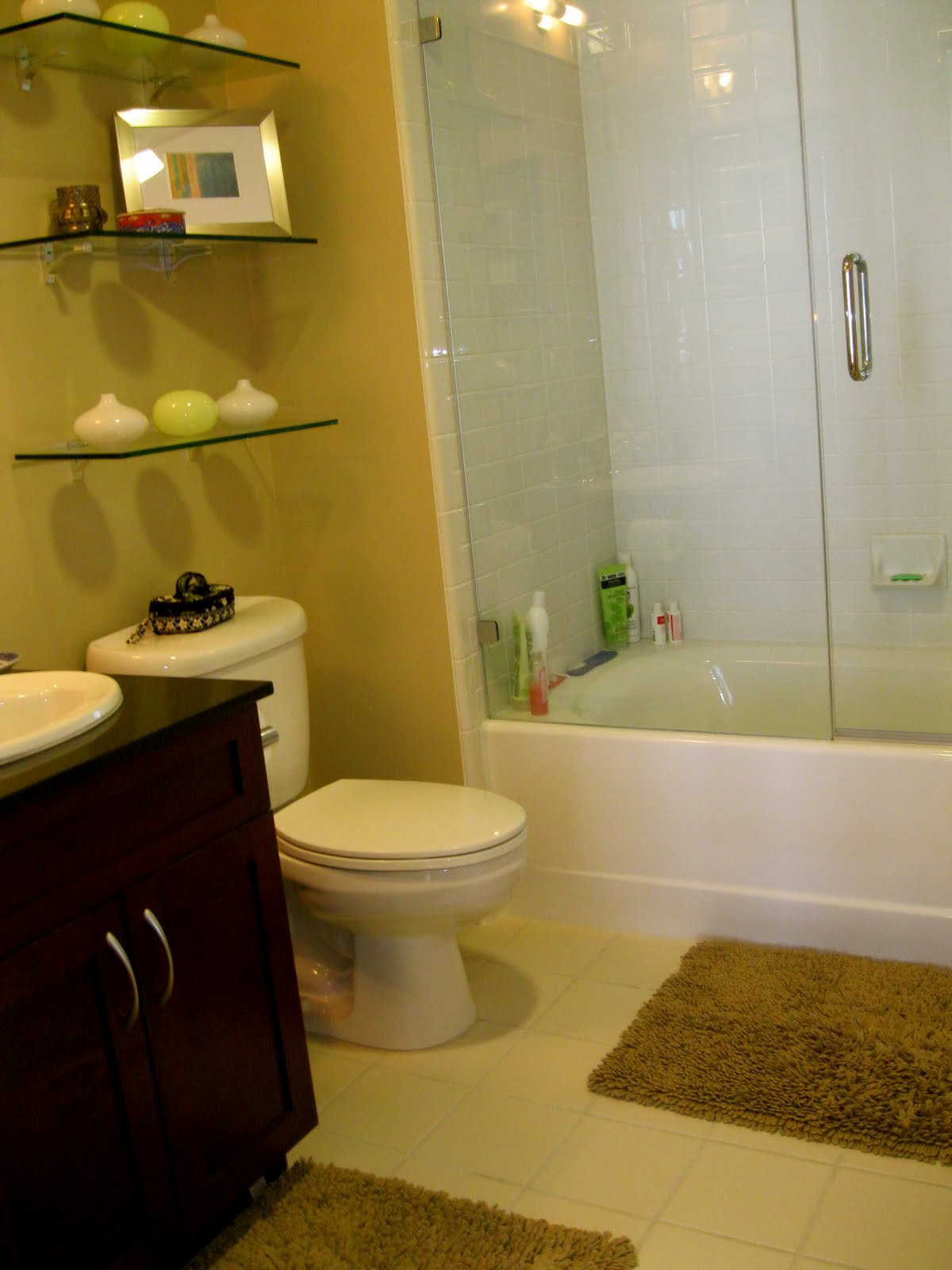 Short & Sweet: Show Us Your Life...Bathrooms!