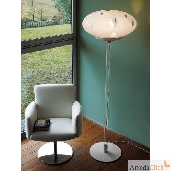 arredaclick italienisches designm bel blog tisch und stehleuchten eine warme atmosph re. Black Bedroom Furniture Sets. Home Design Ideas