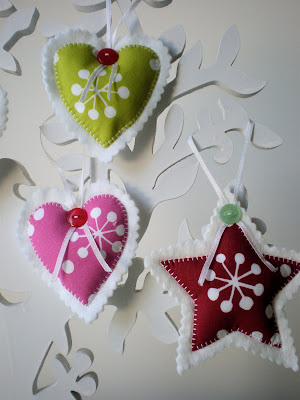 ornament craft : hearts and white with felt