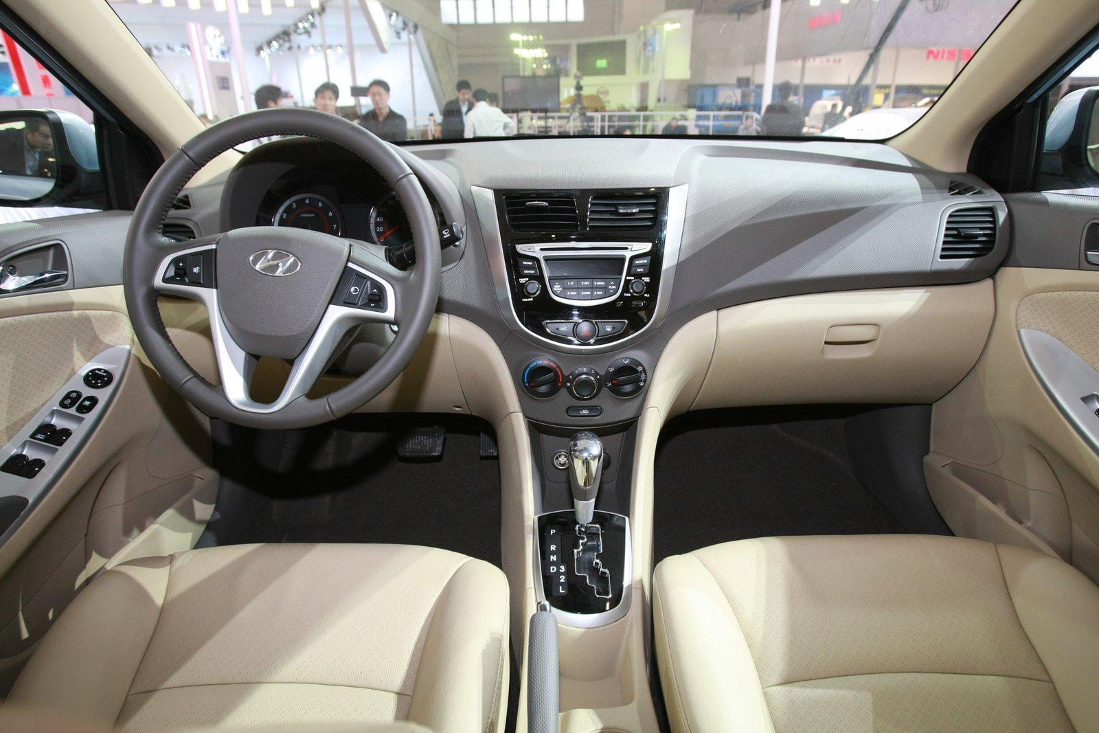 http://3.bp.blogspot.com/_J3_liDBfbvs/S-LLYXqFKbI/AAAAAAAAqK8/_Wng17EcQg4/s1600/2011-Hyundai-Verna-Accent-Interior.jpg