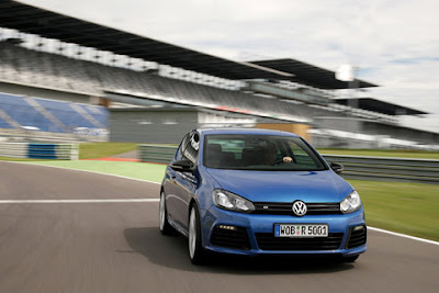2011 Volkswagen Golf R Front View