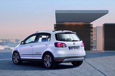 2011 Volkswagen Crossgolf Rear Angle View