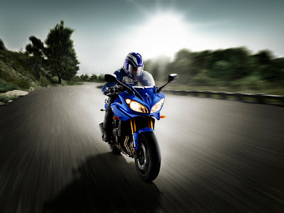 2011 motor Yamaha Fazer8 ABS sportbike Action View
