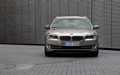 BMW 5 Series Touring Front View