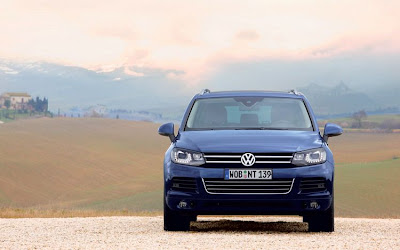 Volkswagen Touareg Front View
