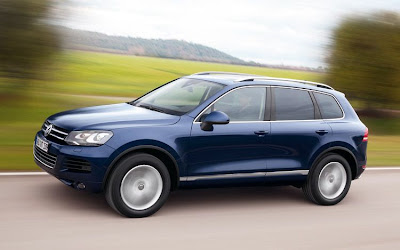 2011 Volkswagen Touareg Side Angle View