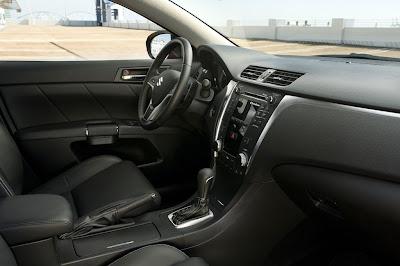 2011 Suzuki Kizashi Sport Car Interior