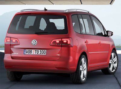 2011 Volkswagen Touran Rear Angle View