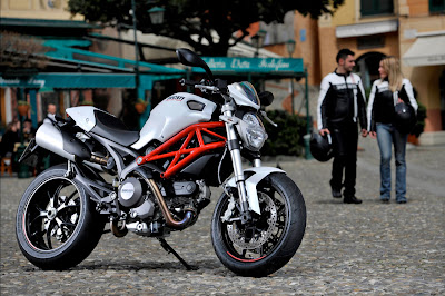 2012 Ducati Monster 796 Official Pictures
