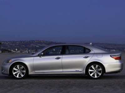 2009 Lexus LS 600h L Side View