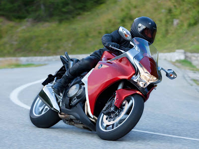 2010 Honda VFR1200F Top Action