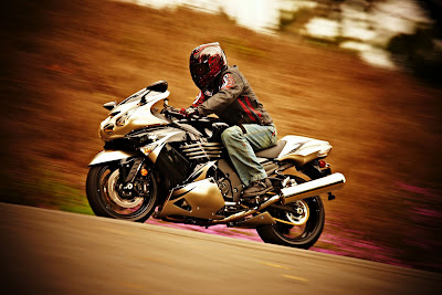 2010 Kawasaki Ninja ZX-14 in Action