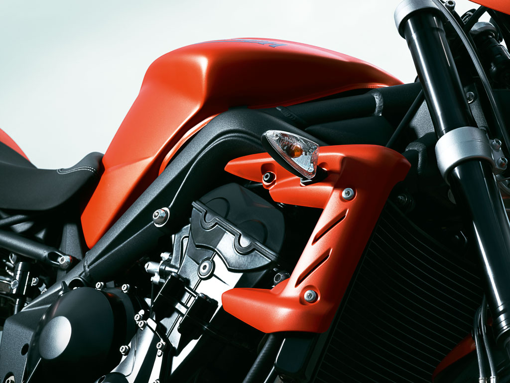 [2010-Triumph-Street-Triple-R-Bodywork.jpg]
