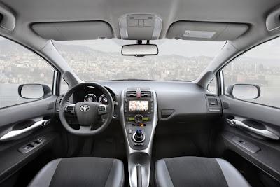 2011 Toyota Auris Hybrid Interior