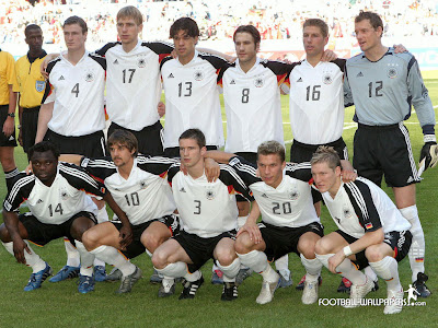 football players wallpapers 2010. Germany Football Team picture