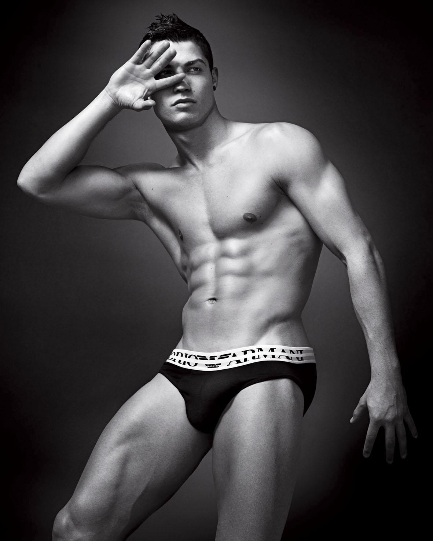 http://3.bp.blogspot.com/_J3_liDBfbvs/TBFvP-gklCI/AAAAAAAAtLg/0RWt8ZaP8wY/s1600/2010+Cristiano+Ronaldo+Big+Poster.jpg