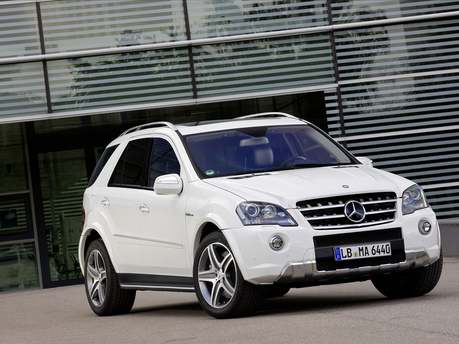 Next car dony lee wallpaper 2011 mercedes benz ml 63 amg for Mercedes benz ml price
