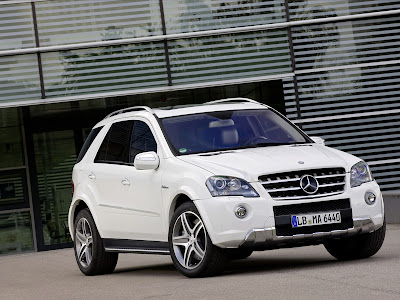 2011 Mercedes-Benz ML 63 AMG Pictures