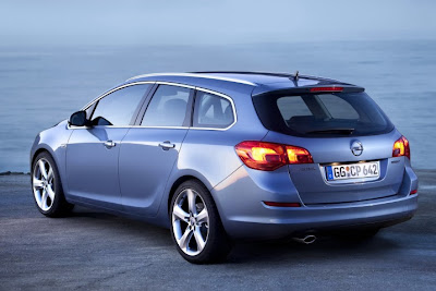 2011 Opel Astra Sports Tourer Images