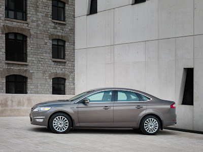 2011 Ford Mondeo Side View