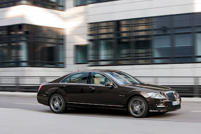 2011 Mercedes-Benz S63 AMG Photos
