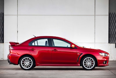2010 Mitsubishi Lancer Evolution GSR Side View