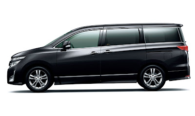 2011 Nissan Elgrand Side View