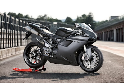 2011 Ducati 848 EVO First Look