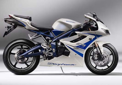 2011 Triumph Daytona 675 SE Official Photos