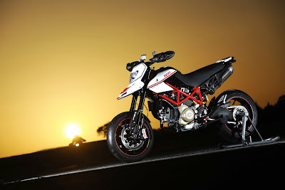 2010 Ducati Hypermotard 1100 EVO SP Wallpaper