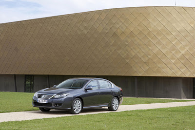 2011 Renault Latitude Official Photos