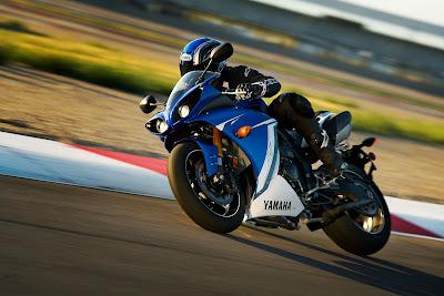 2011 Yamaha YZF-R1 Test Ride