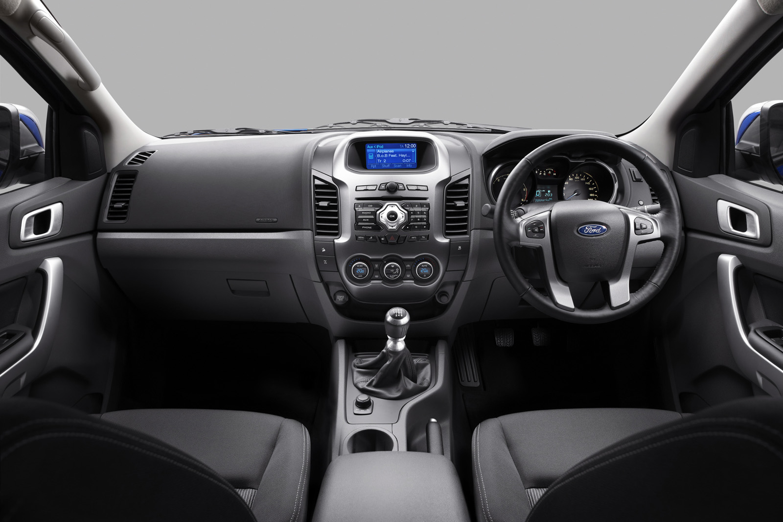 http://3.bp.blogspot.com/_J3_liDBfbvs/TLsGViu3bmI/AAAAAAAAzB8/xf8Mj32VbvI/s1600/2011+Ford+Ranger+Interior+View.jpg