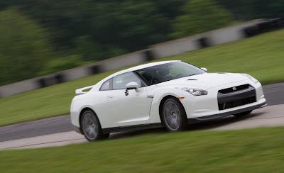 2011 Nissan GT-R Images